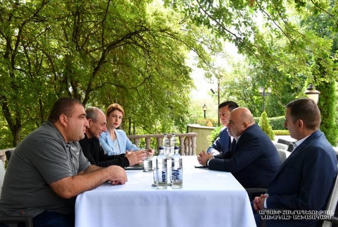 Բակօ Սահակեանը հանդիպում ունեցեր է ՀՀ հեռուստատեսութեան եւ ռադիոյի յանձնաժողովի պատուիրակութեան հետ