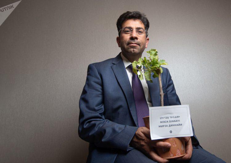 Ես ուրախ եմ մրցանակ ստանալու' հայերու դէմ կատարուած ցեղասպանութիւնը վերապրածներու թոռներու ձեռքէն․ Միրզա Դինայի