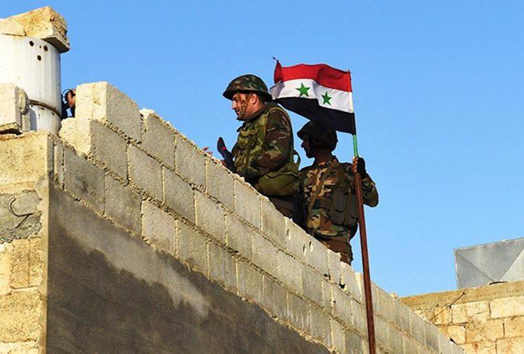 Suriye ordusu, Kürt militanların Manbic bölgesini terk etmesinden sonra pozisyonunu güçlendiriyor