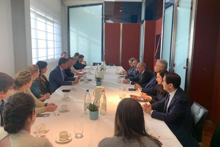 Президент Республики Арцах Бако Саакян встретился с группой членов фламандского парламента
