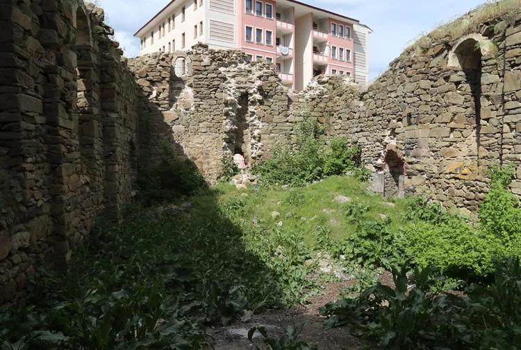 Batı Ermenistan'ın Muş kentindeki Kutsal Marine Kilisesi yıkımın eşiğinde