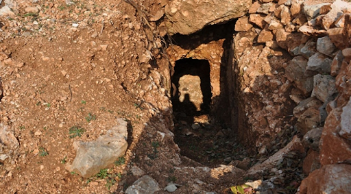 Batı Ermenistan'daki Samosat'ta antik kaya mezarları bulundu