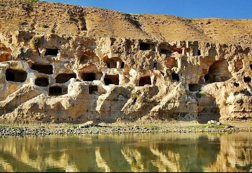 Aktivistler Hasankeyf'teki mağaralarının restorasyonunu talep ediyor