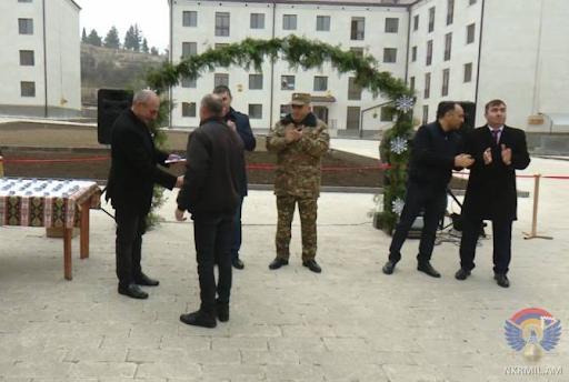 Artsakh Cumhuriyeti Savunma Ordusunun asker ve gazileri Martuni'de yeni evlerine sahip oldu