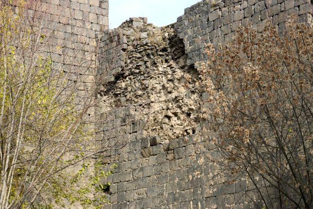 Տիգրանակերտի 5000-ամեայ պարիսպներուն քարերը՝ գողերու թիրախին են