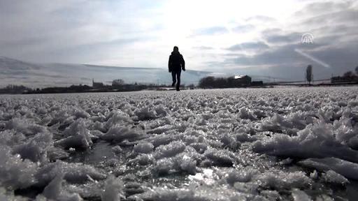 Озеро Ахташ в Ардахане замерзло