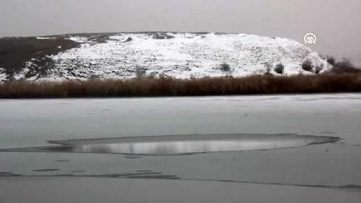 Sebastia'daki Hafik Gölü kısmen buz tuttu