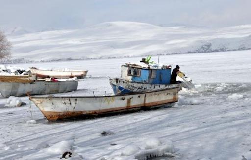 """Batı Ermenistan'ın Bağeş-Bitlis'deki """"Nazik Gölü"""" soğuk hava nedeniyle dondu"""