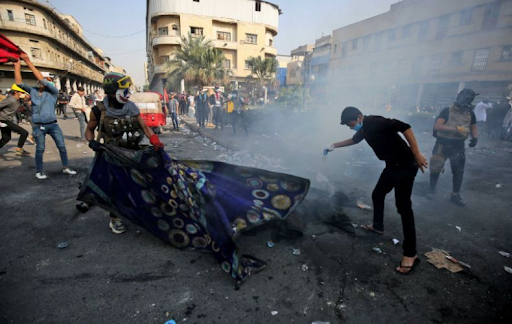 Irak'ta göstericiler ve polis arasında çatışmalar başladı. Ölü ve yaralılar mevcut
