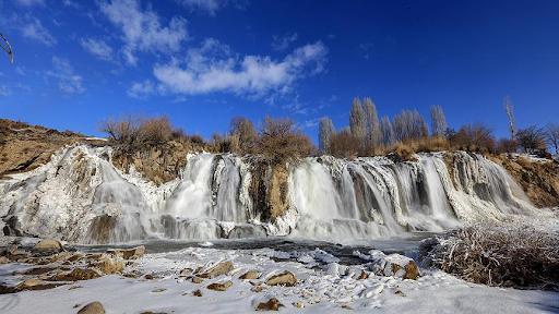 Batı Ermenistan'ın Van'daki Berkri şelalesi dondu