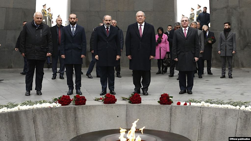 Ermenistan Cumhuriyeti yöneticileri, Bakü'de Ermenilere karşı uygulanan katliam kurbanlarını anmak için Tsitsernakaberd anıtını ziyaret etti