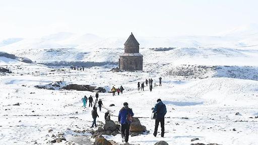 Batı Ermenistan'ın Ani ören yeri çetin kış koşullarında da ilgi görüyor