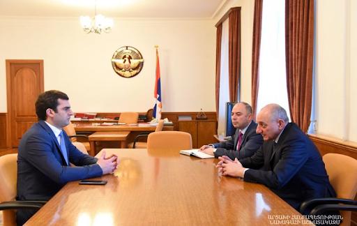 Artsakh Cumhuriyeti Devlet Başkanı Bako Sahakyan Ermenistan Cumhuriyeti Yüksek Teknoloji Sanayi Bakanı Hakob Arşakyan'ı makamında kabul etti