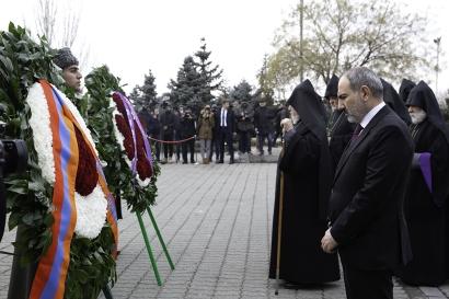 Ermenistan Cumhuriyeti başbakanı Sumgait katliamının masum kurbanlarına saygı duruşunda bulundu