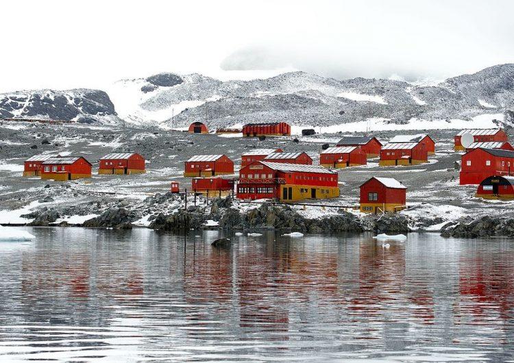 Antarktika'da bir kereden iki sıcaklık rekoru kaydedildi