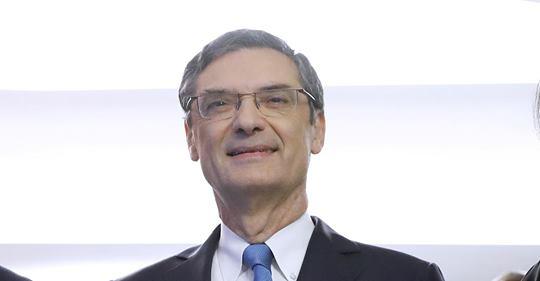 Во Франции в возрасте 75 лет от коронавируса скончался Патрик Деведжян