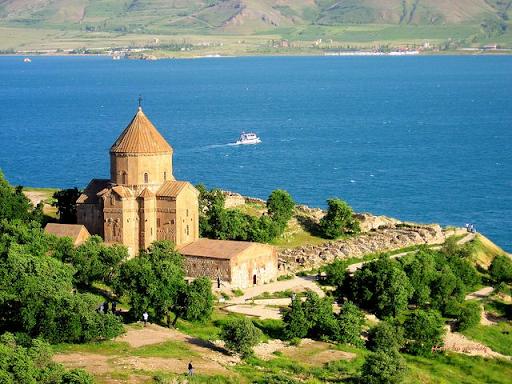 Her zaman turistlerin akınına uğrayan Batı Ermenistan'ın Akhtamar adası bomboş