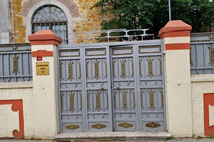 Сорвавший крест с армянской церкви в Стамбуле мужчина задержан