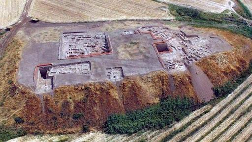 """Batı Ermenistan'ın Başur Höyük'te """"satrancın atası"""" sanılan oyunun eksik parçaları bulundu"""