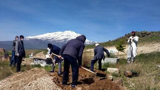 Batı Ermenistan'ın Van şehrinde 'doğal ölüm' nedeniyle defnedilen cenazenin koronavirüsten öldüğü anlaşıldı