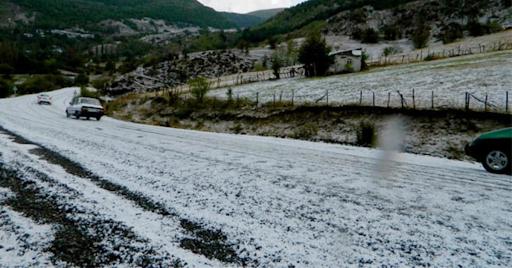 In Ardahan, a heavy rain turned into hail