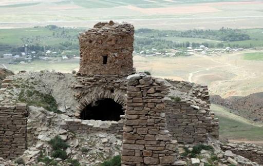 Охотники за сокровищами продолжают разрушать руины армянского монастыря «Святых дев» в Ван