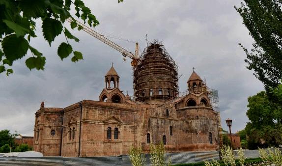 Крест Кафедрального собора Эчмиадзина будет установлен 14 июня