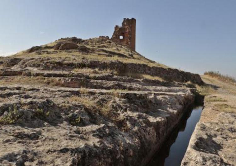 Batı Ermenistan'daki Zerzevan kalesinde milimetrik hesaplarla yapılan su kanalı gizemini koruyor