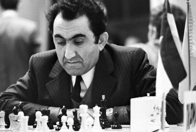 The Chess Federation is organizing an online tournament dedicated to Tigran Petrosyan