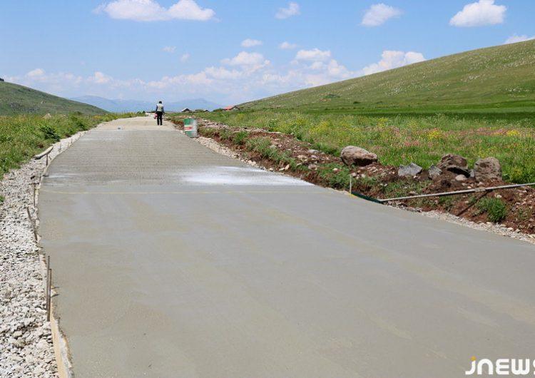 Cavakhk'ın Sulda-Khavet otoyolunun beton döşemesi çalışmaları devam ediyor