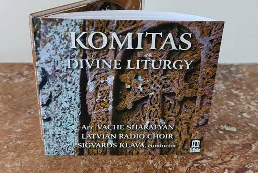 Լատուիայի մէջ լոյս  տեսեր է Կոմիտասի «Սուրբ Պատարագի» համերգային ձայնասկավառակը