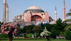 Politico: Türkiye'deki Hristiyanlar için Ayasofya kararı başka bir darbe oldu
