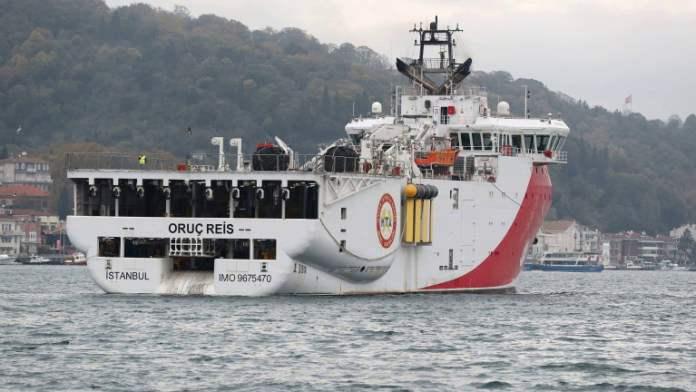 Турция вывела судно из спорных вод в Средиземном море