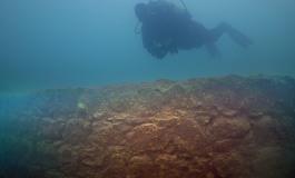 (Turkish) Van Gölü'nün derinliklerinde 3 bin yıllık kale kalıntısı bulundu