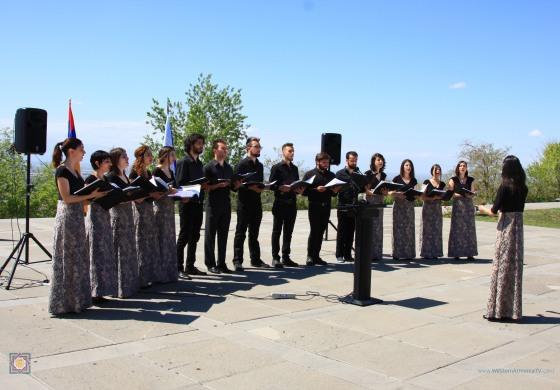 (Eastern Armenian) 2017-04-27 Խազեր Երգչախմբի Ելույթը (մաս I)