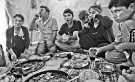 (English) In search for future: Syrian-Armenian family's life in Turkey