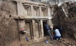 (Turkish) Antalya'da 2400 Yıllık Likya Kaya Mezarı Bulundu